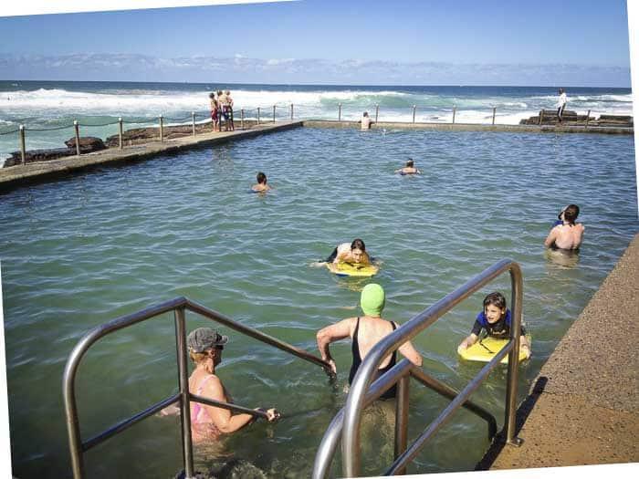 avalon beach rock pool swimmers