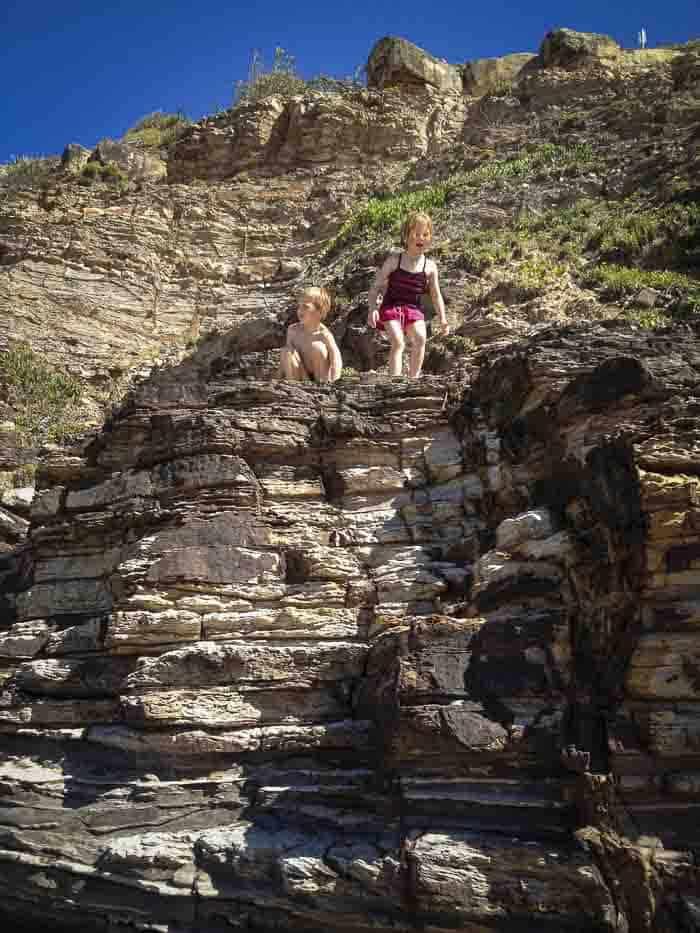 avalon beach australia rocky cliffs