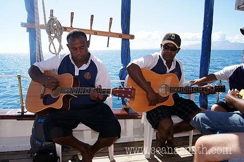 fiji island day trip guitar players