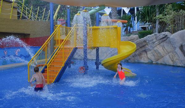 jumeirah beach hotel kids club pool