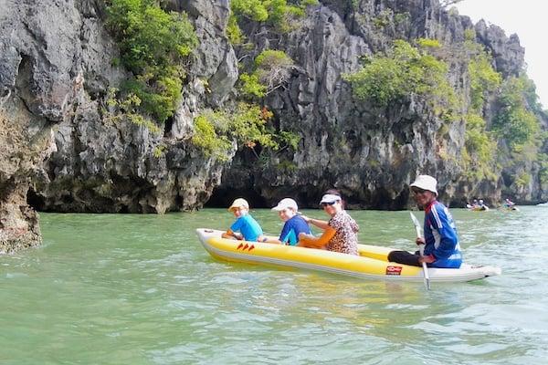 canoeing around islands (1)