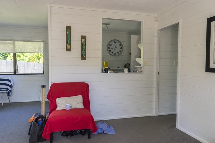 white painted wooden interiors beach house_2