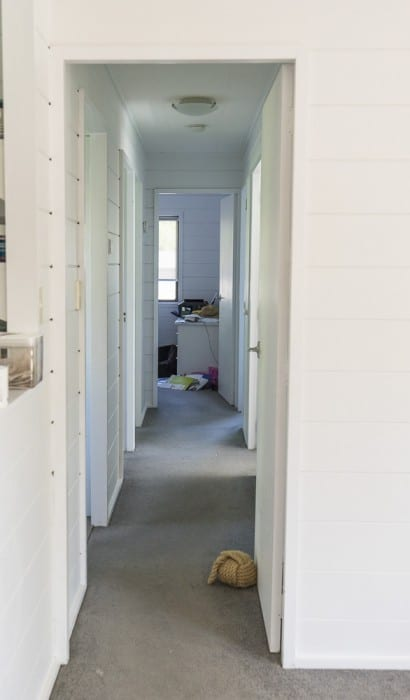 white painted wooden interiors beach house_5