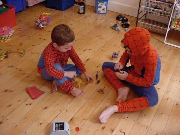 c-d-spidermen-play-dinosaurs