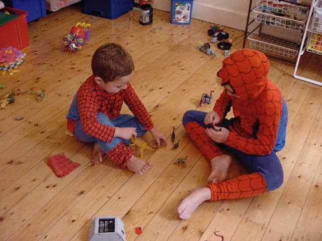 c-d-spidermen-play-dinosaurs