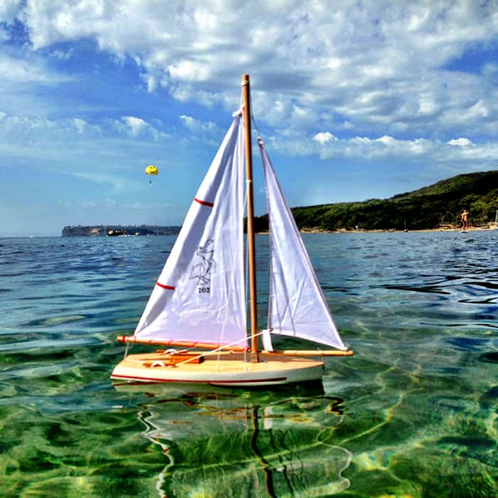 little-french-heart-white-sailing-boat