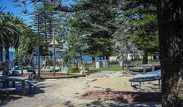 sydney beaches with playgrounds