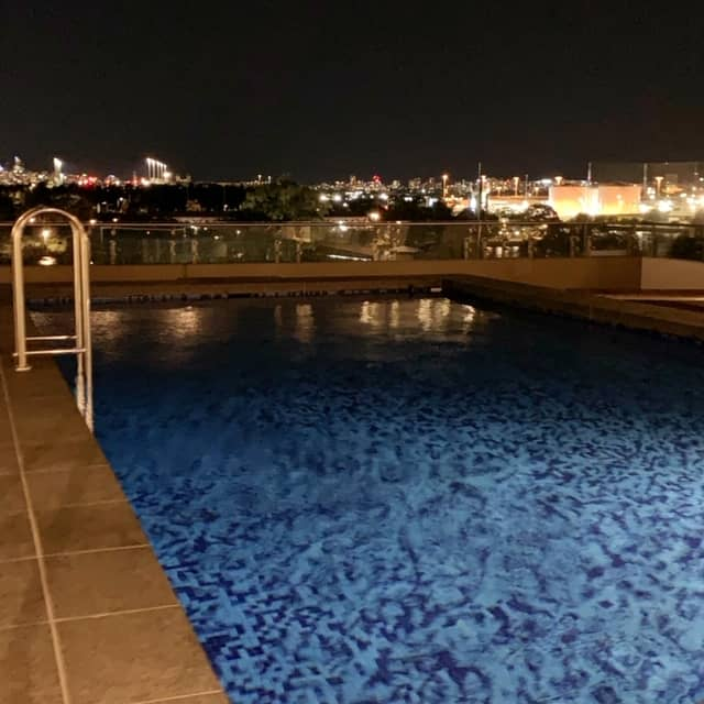 Sydney airport hotel Novotel swimming pool picture